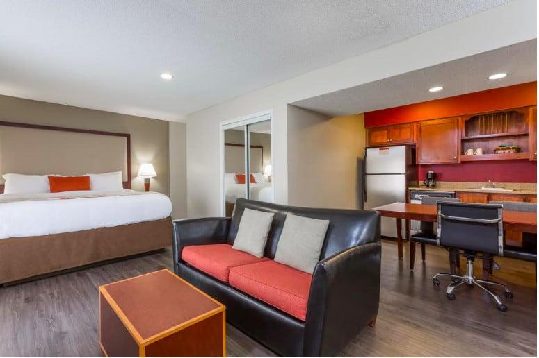 All-suite hotel pet-friendly hotel Charleston