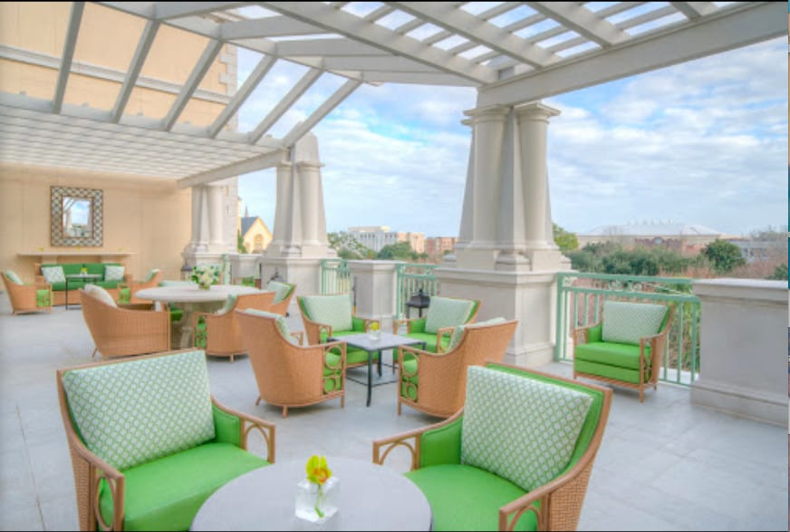 Elegant pet-friendly hotel in Charleston