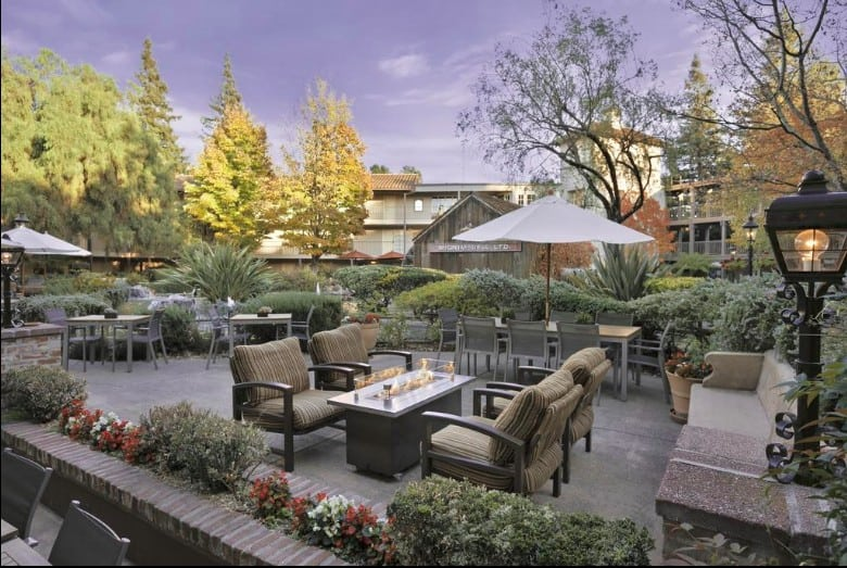 Resort-style hotel dog friendly Napa Valley