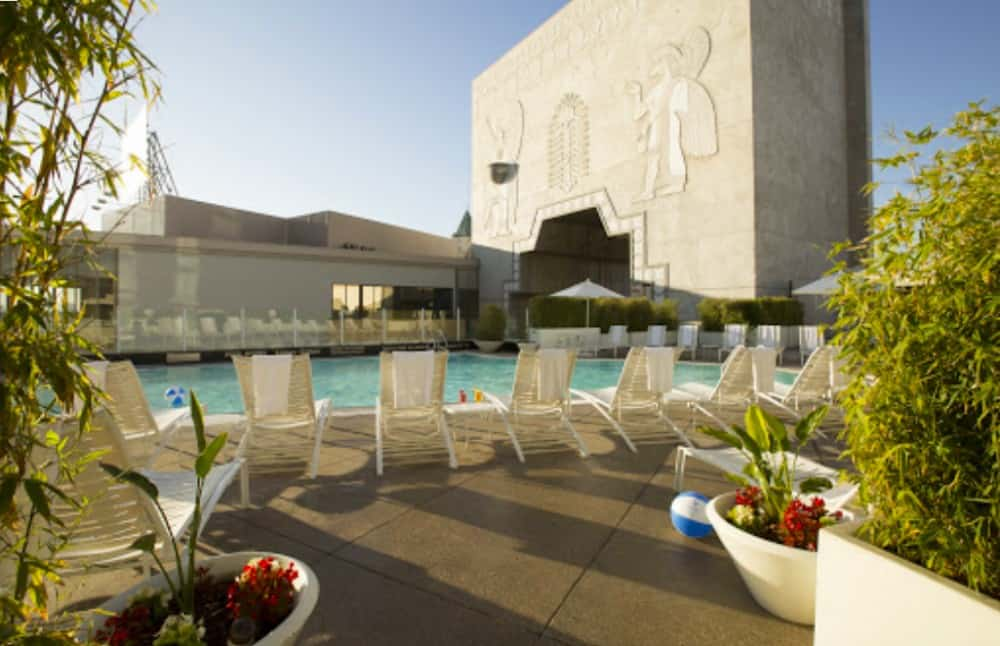 Upscale dog friendly hotel in Los Angeles