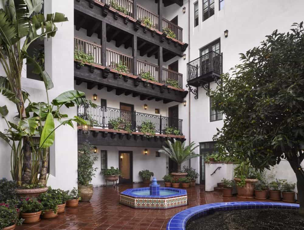 Spanish Colonial style dog friendly hotel in Los Angeles