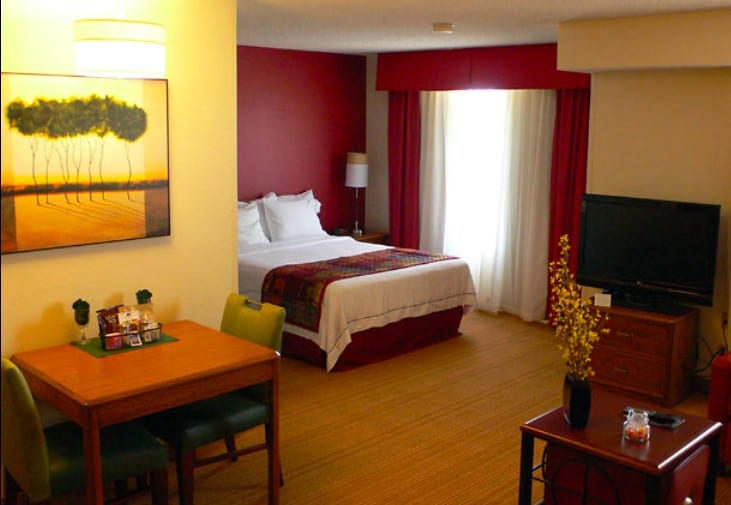 Cosy all-suite dog friendly hotel Colorado Springs