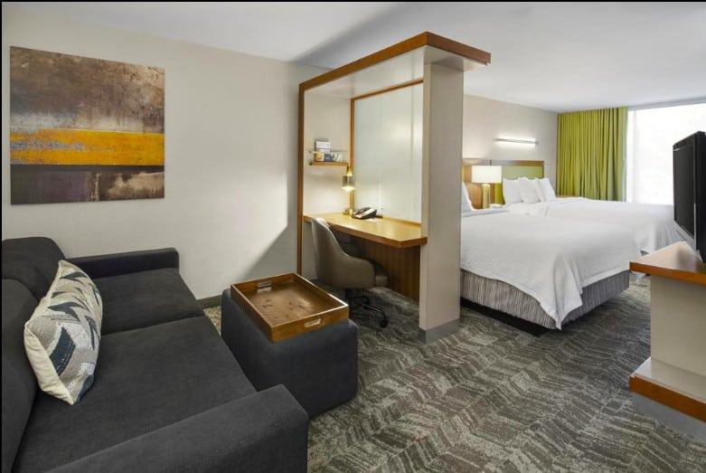 All-suite Fido-friendly hotel Flagstaff