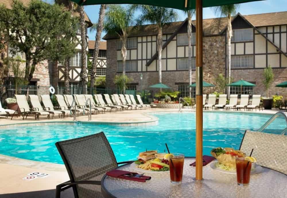 Anaheim Majestic Garden Hotel - pet friendly hotel