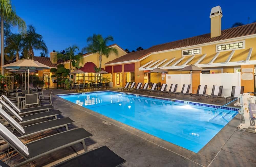 Clementine Hotel & Suites Anaheim - dog friendly hotel