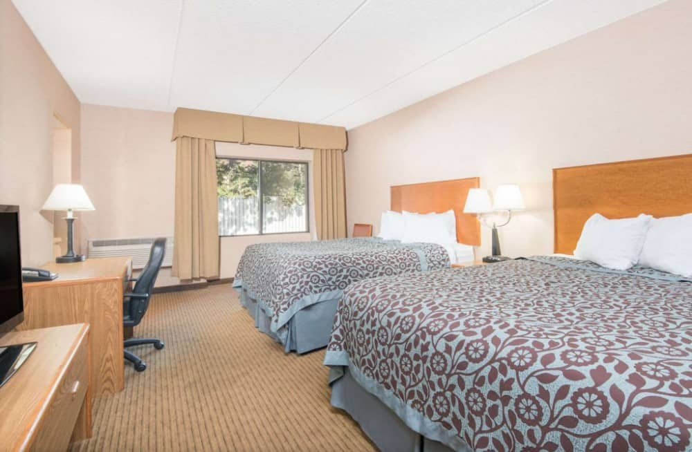 Budget pet friendly hotel in Duluth