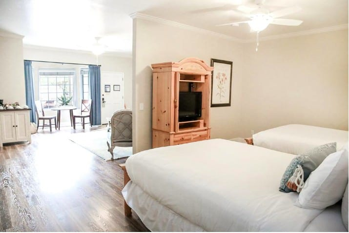 All suite dog friendly hotel in Cambria