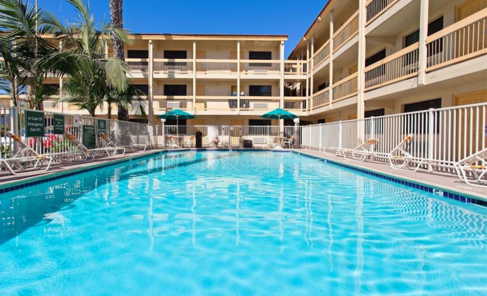 La Quinta Inn by Wyndham swimming pool