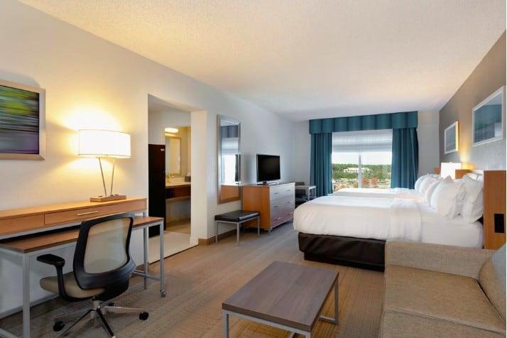 Holiday Inn, World Golf