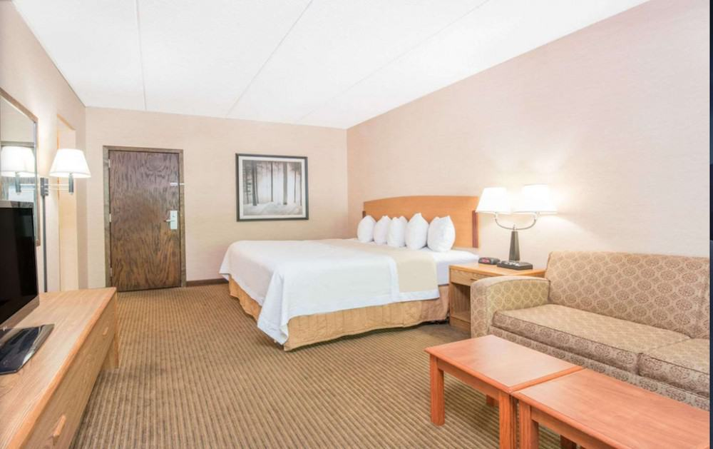 Low budget pet friendly hotel in Duluth