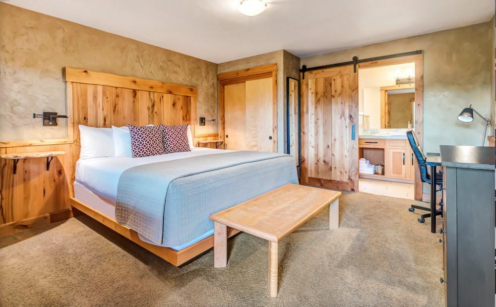 Rustic dog friendly hotel in Bend, Oregon