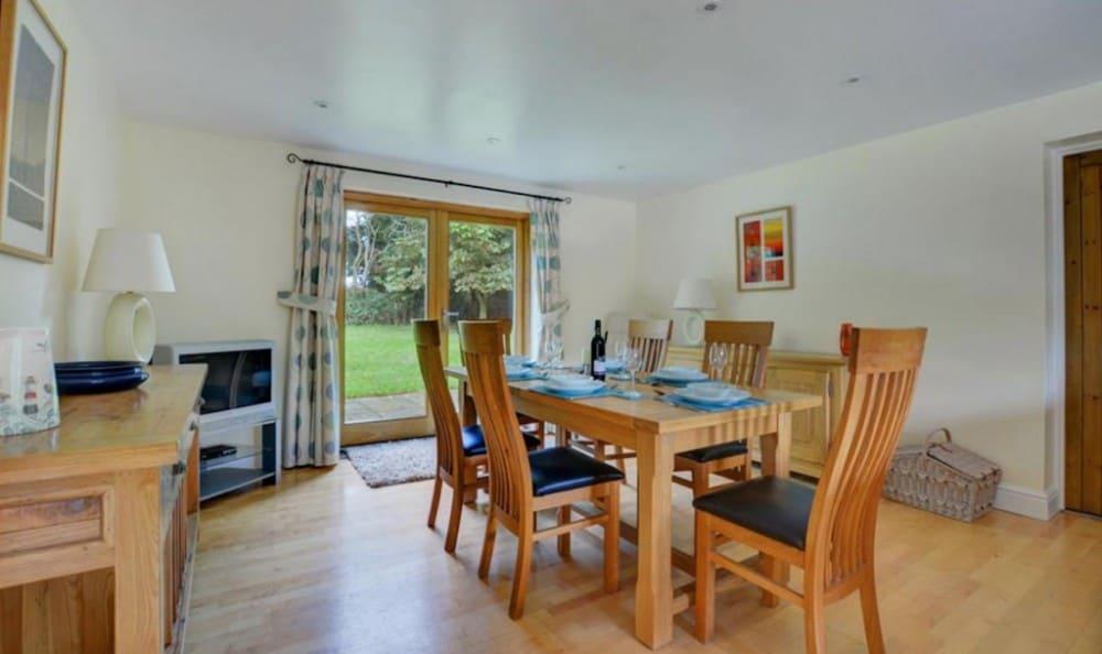 Shuttleworth Lodge - dog friendly Norfolk