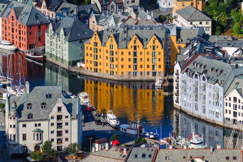 Ålesund - a picturesque port town in beautiful Norway