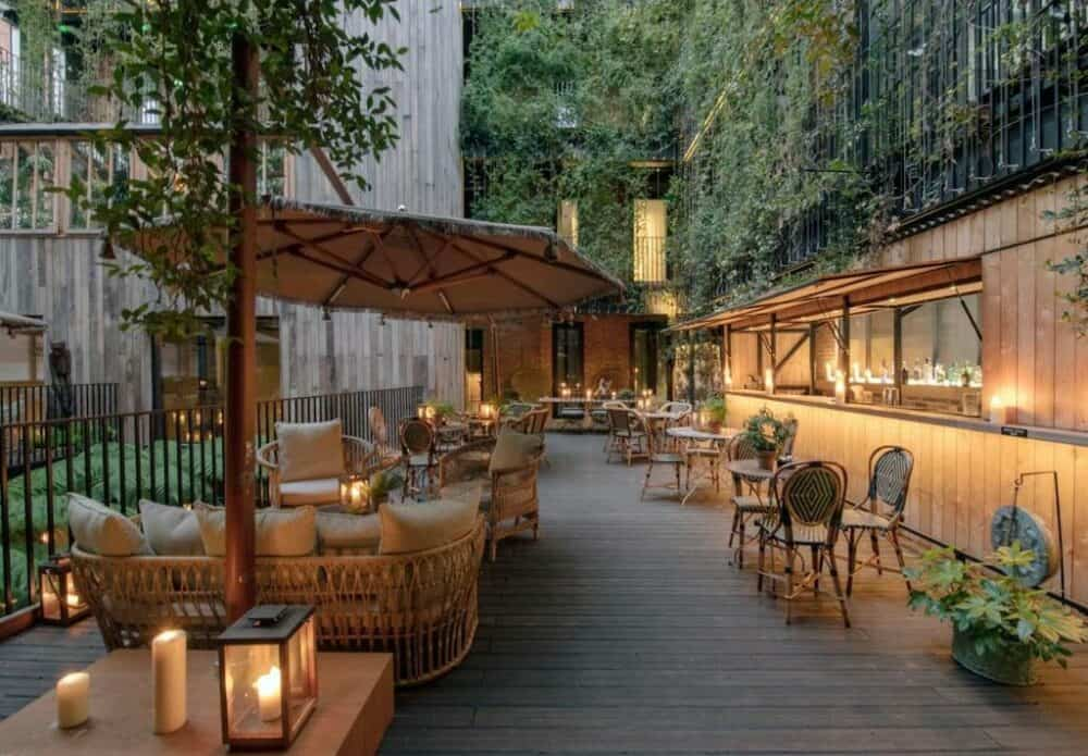Chic upscale hotel in London