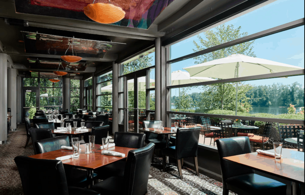 Romantic riverside hotel in Portland