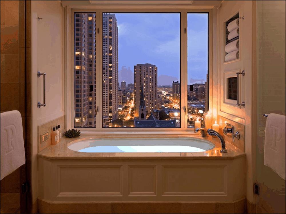 Romantic luxury hotel in Chicago
