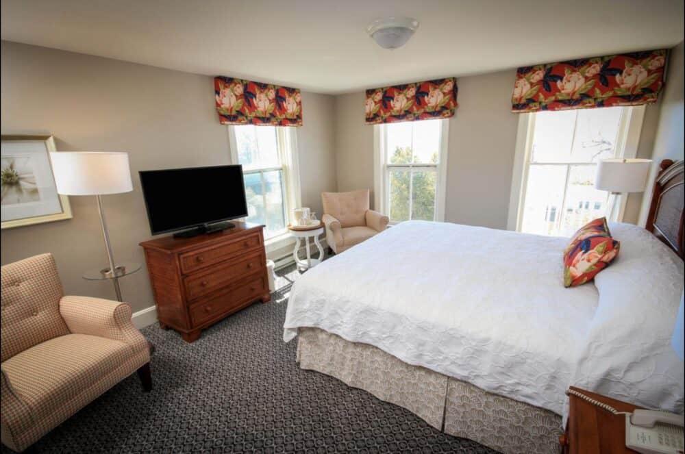 Romantic mid range hotel Santa Barbara