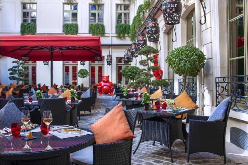 Exotic romance in Paris