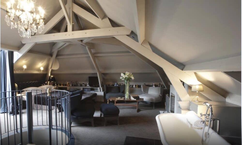 Intimate and romantic hotel suite Paris