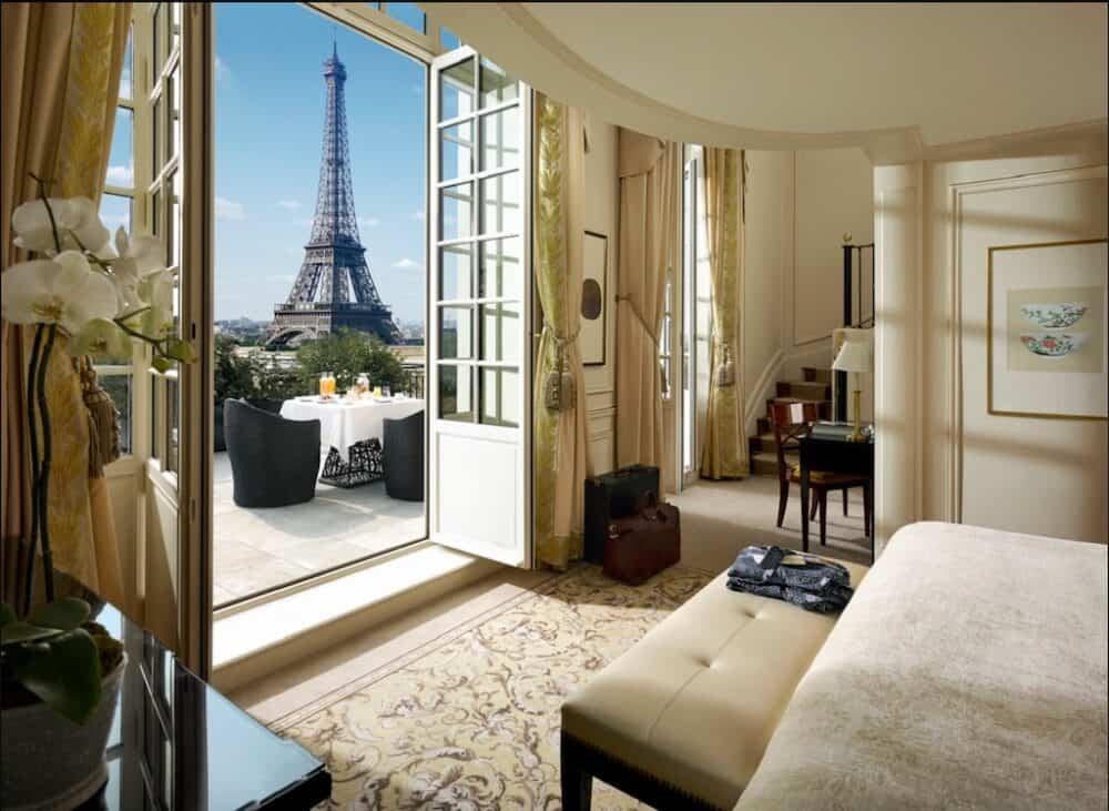 Luxury romantic hotel in Paris