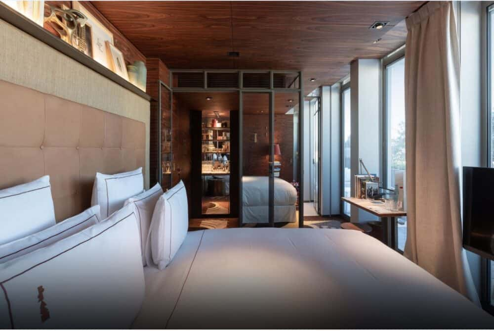 Modern romantic hotel in Paris