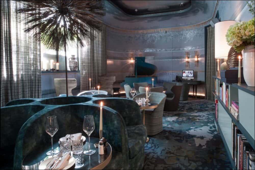 Romantic and chic hotel in Paris