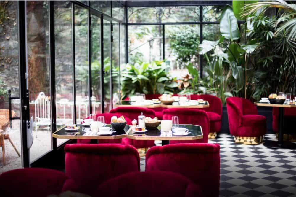 Romantic hotel dining Paris
