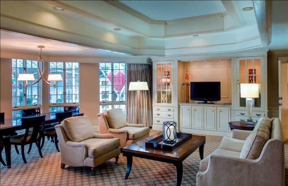 Romantic hotel suite Nashville