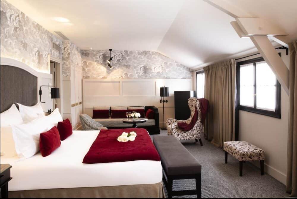 Romantic room in Paris