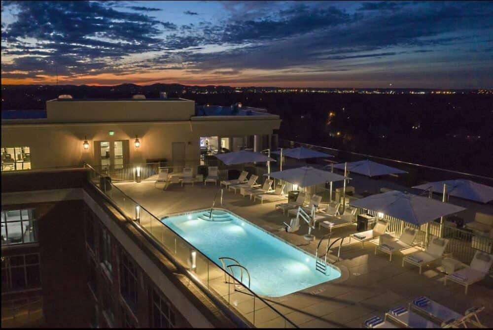 Rooftop pool hotel Nashville