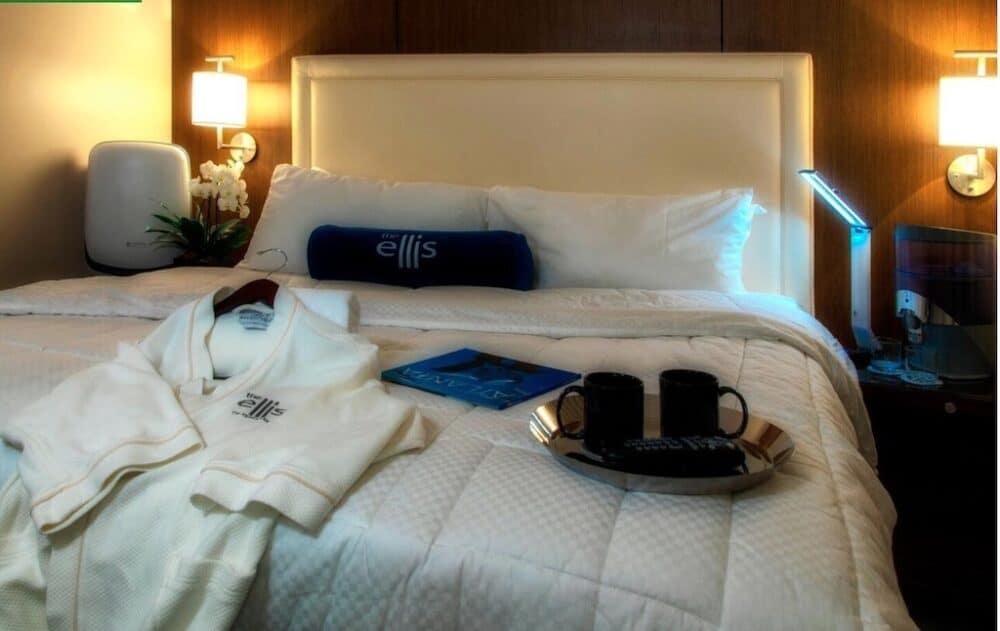 Hotel for couples in Atlanta