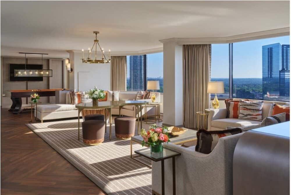 Romantic hotel suite in Atlanta