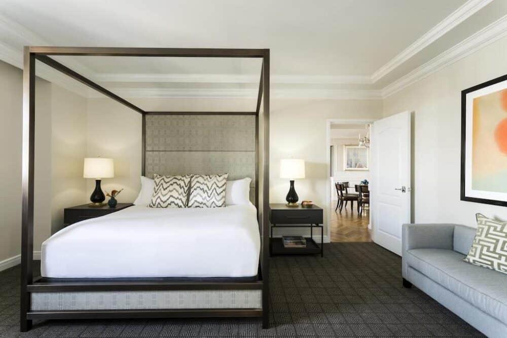 Romantic four poster bed The Ritz-Carlton, Philadelphia