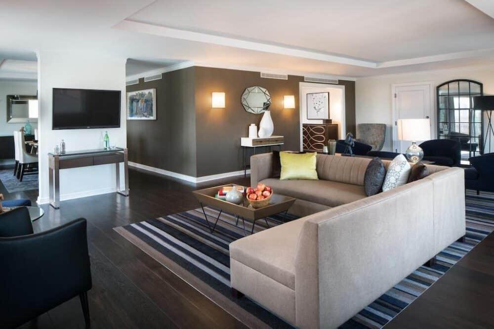 Romantic hotel suite in Philadelphia