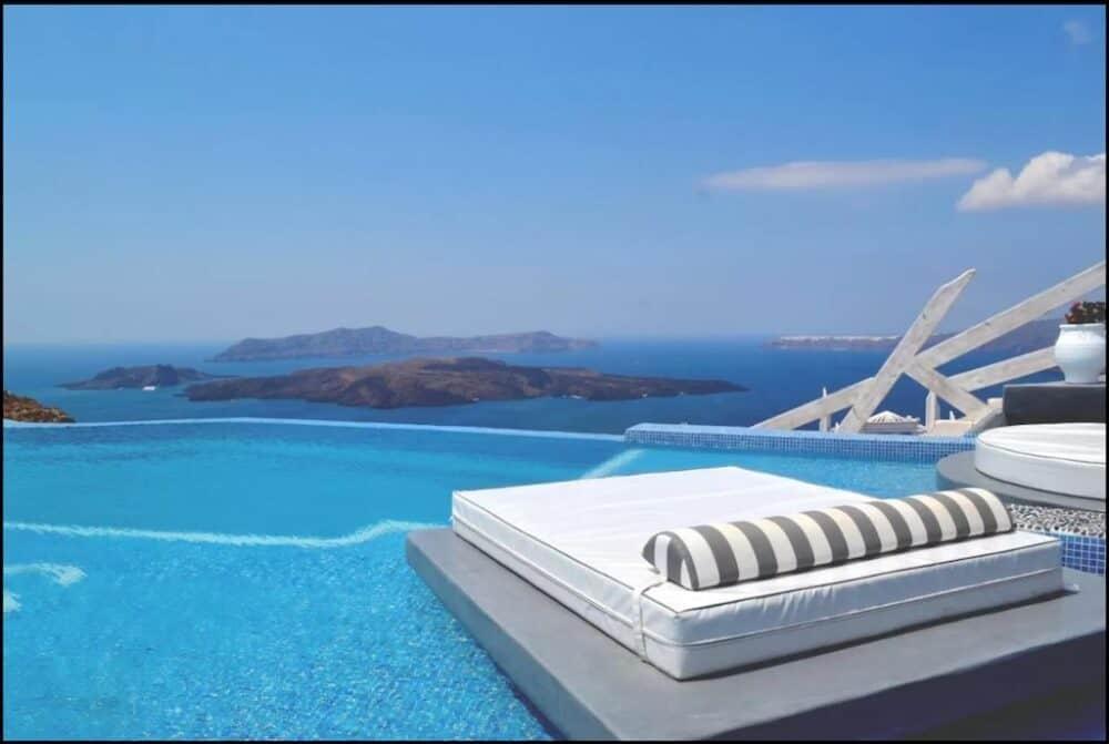 Beautiful romantic hotel in Santorini