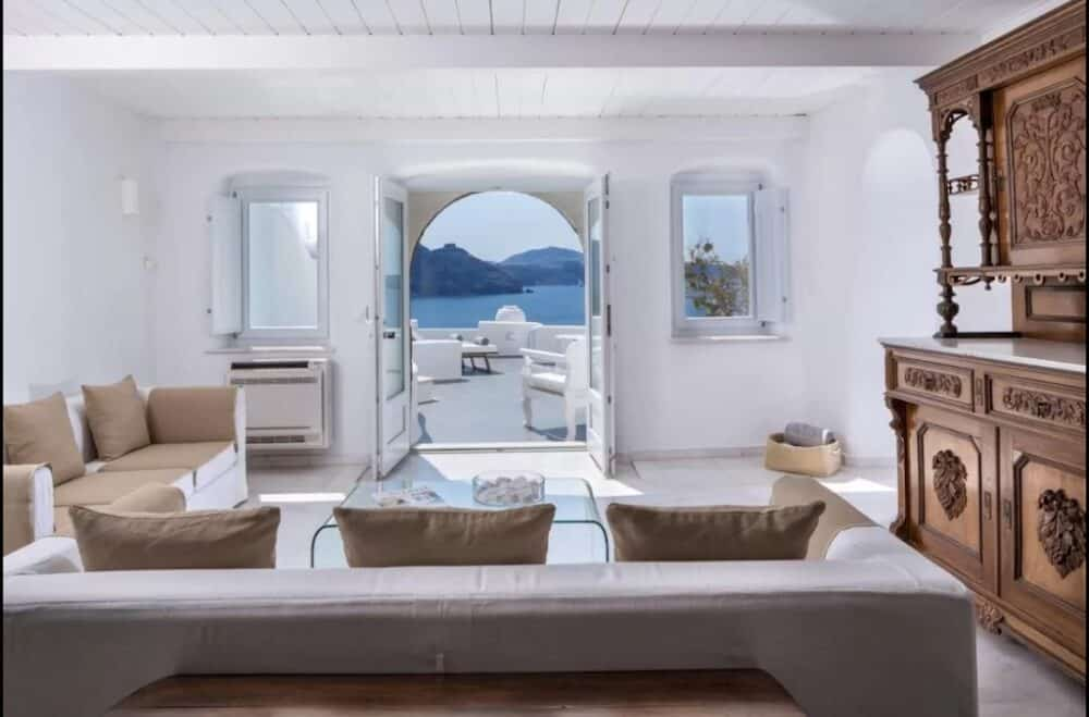 Hotel for couples in Santorini