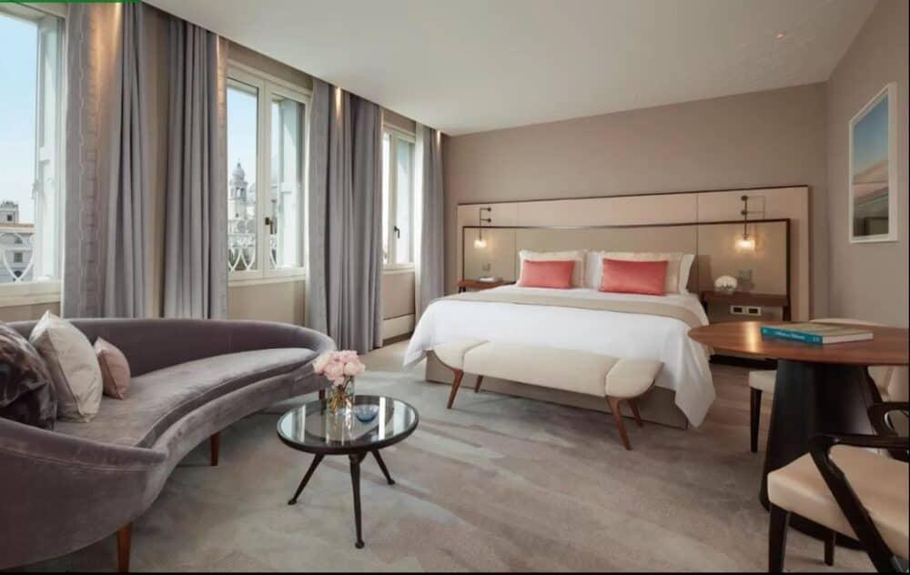 Modern Romantic hotel in Venice