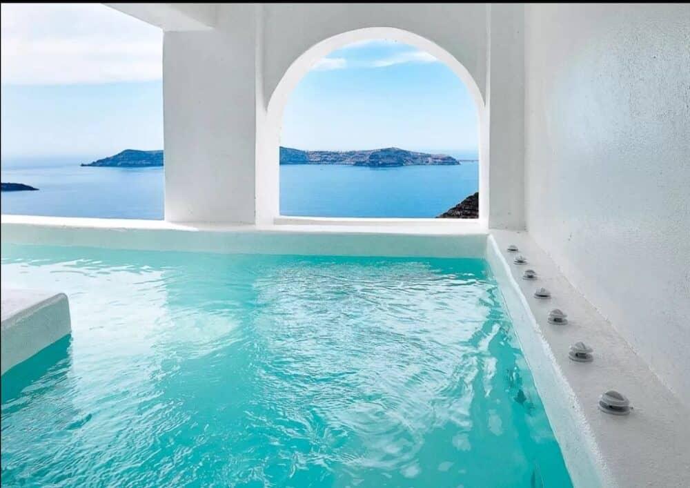 Private swimming pool Santorini