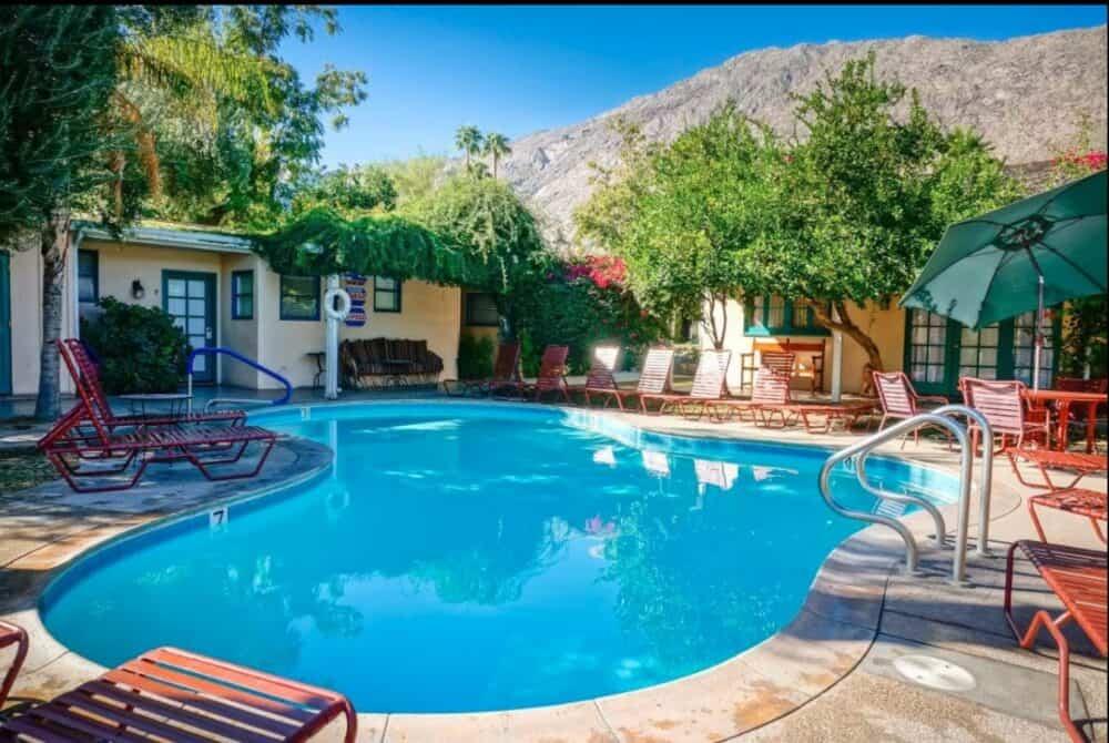Romantic Inn Palm Springs