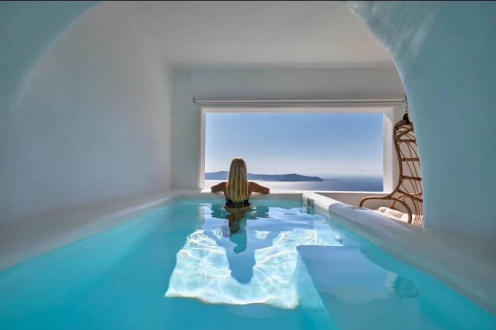 Romantic cave hotel in Santorini