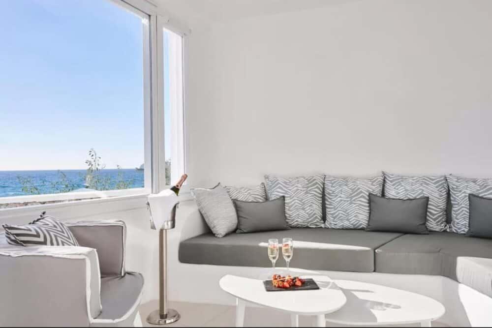 Romantic hotel spa Santorini