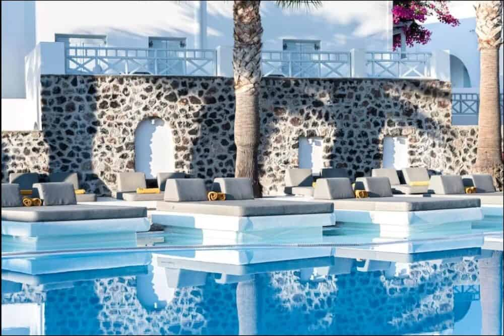 Romantic hotels in Santorini