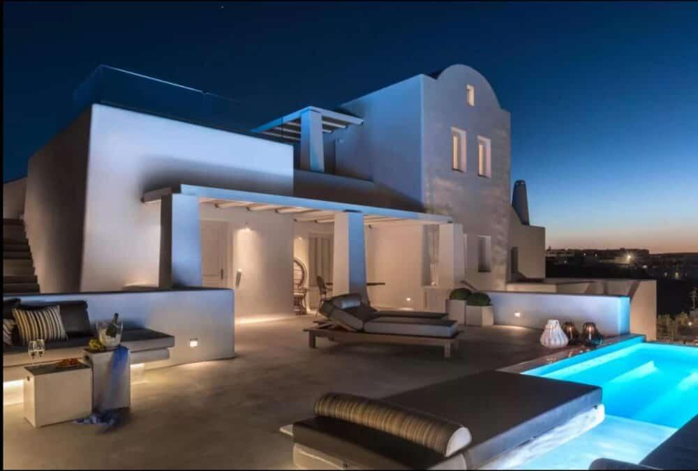 Romantic luxury hotel in Santorini