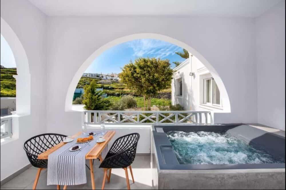 Romantic retreat in Santorini