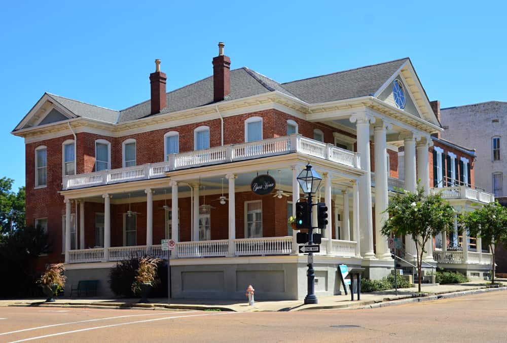 Natchez - best places to visit in the USA in April