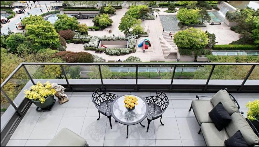 Pretty romantic hotel in Vancouver