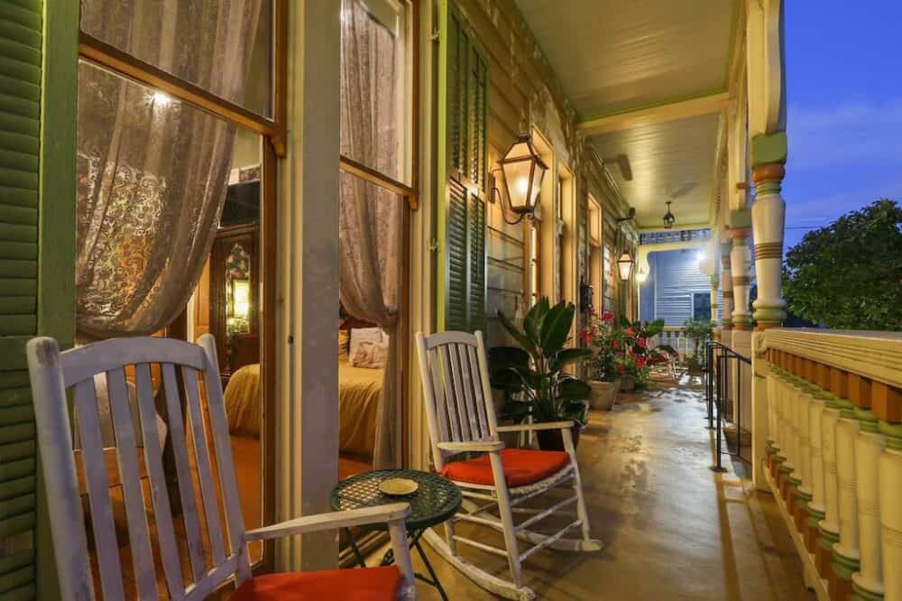 Cozy romance in New Orleans