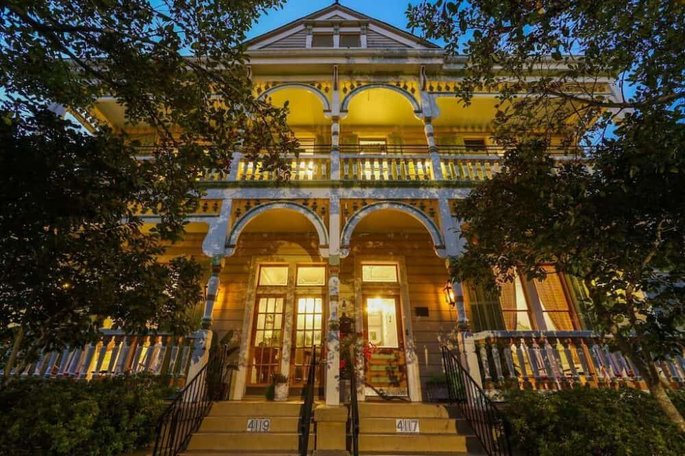 Cozy romantic stay in New Orleans