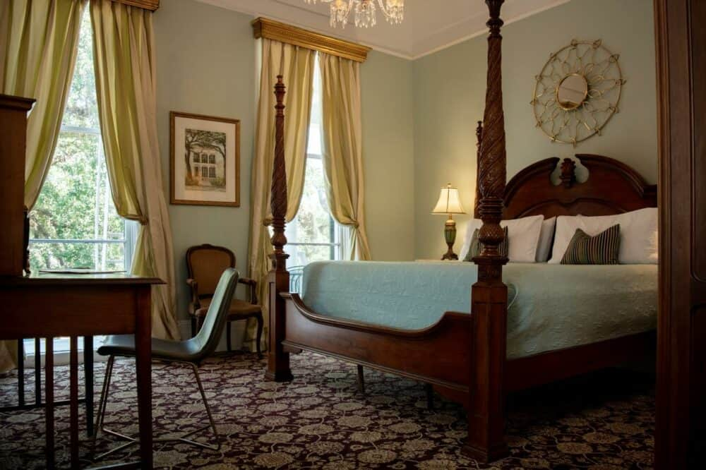 Romantic historic hotel in New Orleans