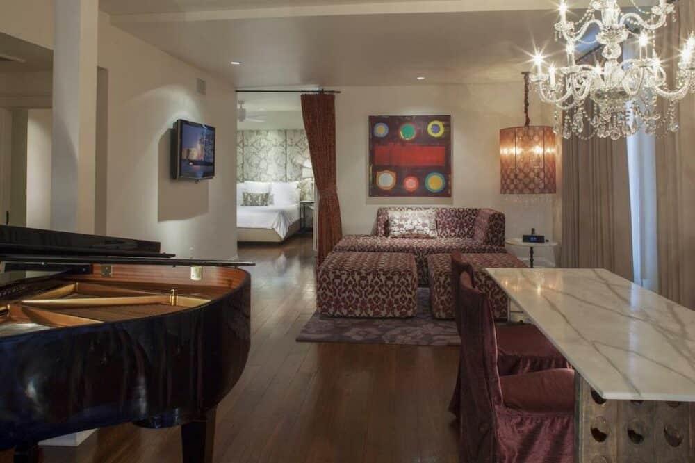 Romantic suite in New Orleans